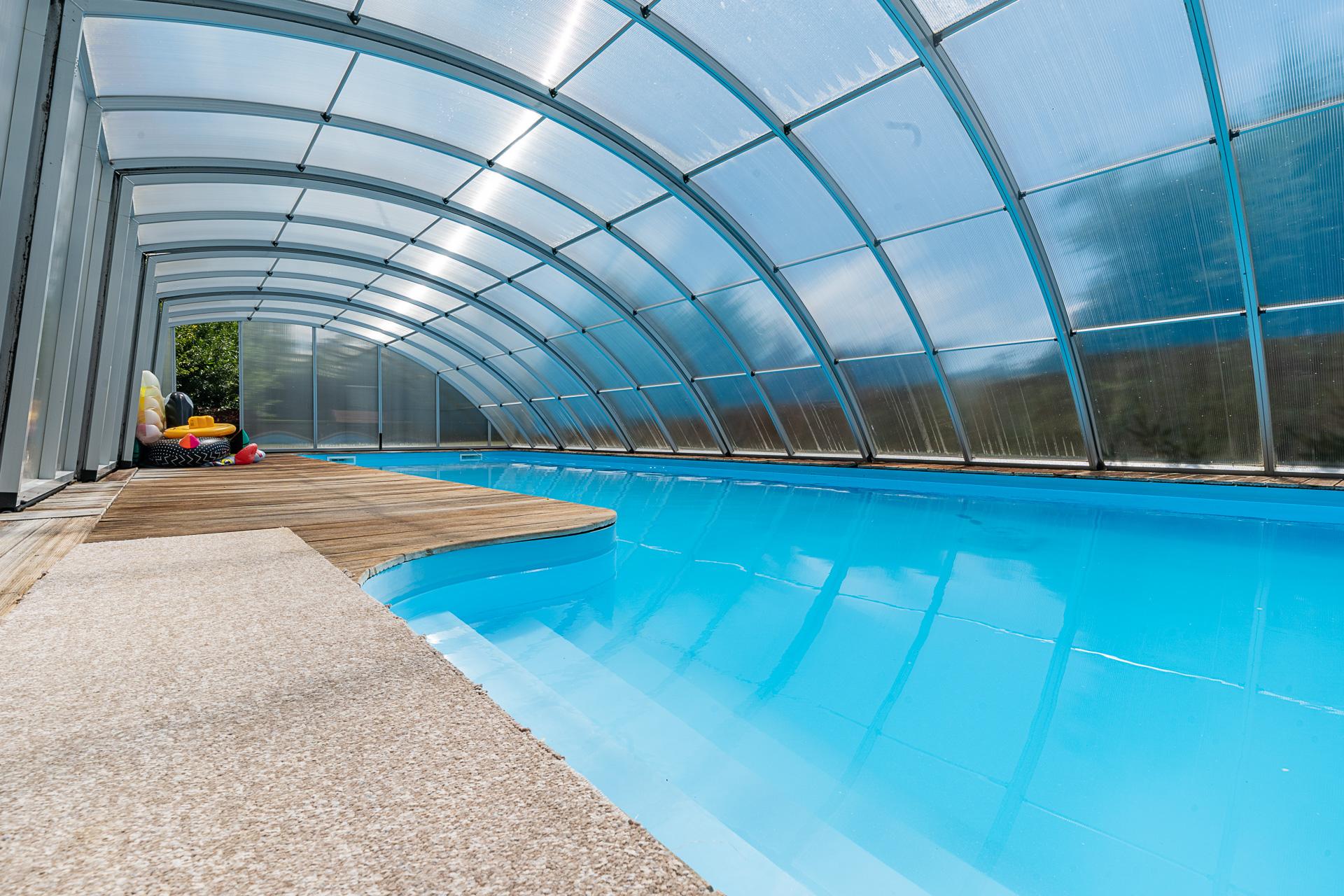 velký zastřešený bazén