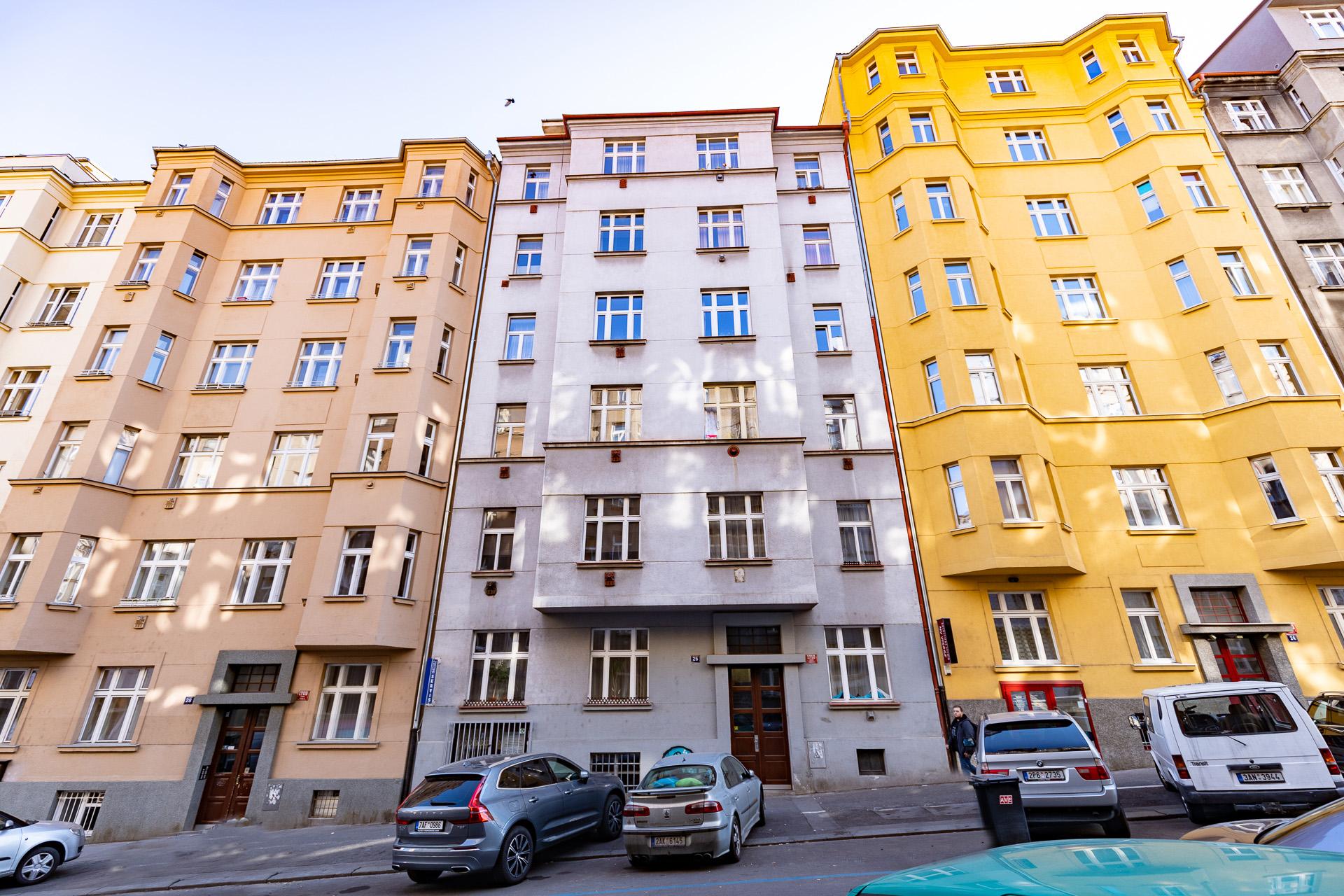 foto bytových domů na Žižkově