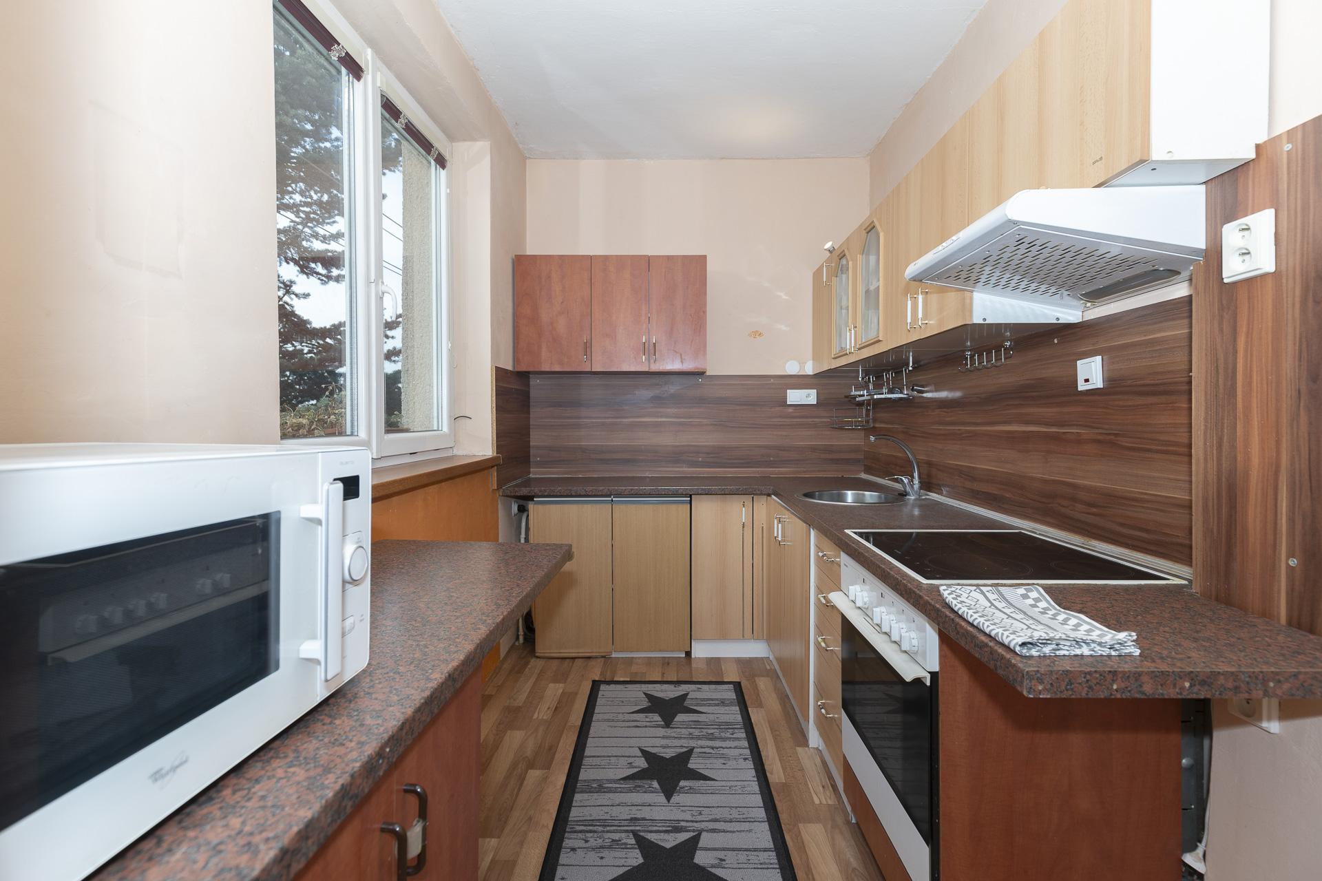 kuchyňský kout s oknem